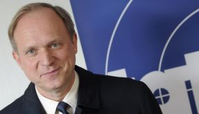 Ulrich Tukur wünscht sich mehr Experimente beim Tatort. (Foto)
