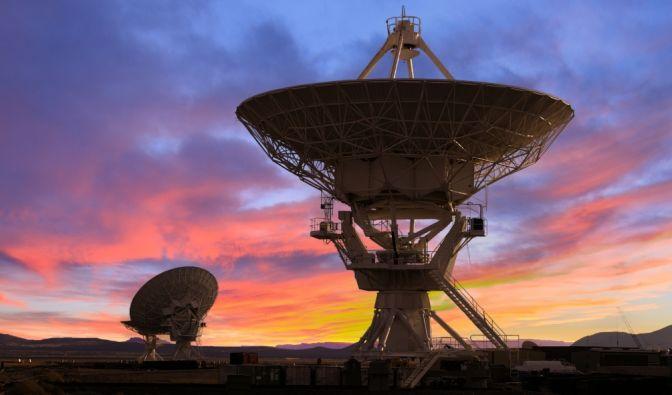 """Um den weit entfernten Stern """"KIC 8462852"""" haben Astrophysiker eigenartige Strukturen entdeckt - vielleicht Hinweise auf außerirdisches Leben? (Foto)"""