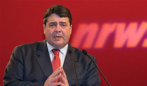 Umgarnt vor allem die Grünen in NRW - und vor allem deren Wähler: SPD-Chef Sigmar Gabriel. (Foto)