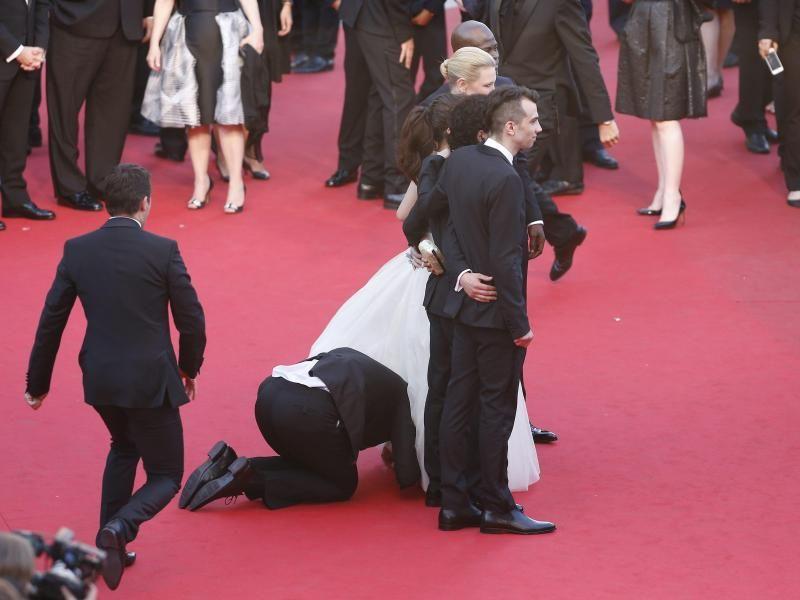 Filmfestival in Cannes TeppichFlitzer kriecht