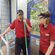 Andreas Bork ist Manager bei Burger King. Für Undercover Boss schlüpfte er in die Rolle eines Hilfsarbeiters.