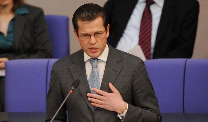 Uni erkennt Guttenberg Doktortitel ab - Opposition will Rücktritt (Foto)