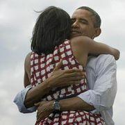 Unmittelbar nach der Entscheidung feierte Obama seinen Wahlsieg auf Twitter und Facebook.