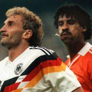 Kopfbälle machen Fußballer doof - oder? (Foto)