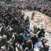 Hunderte Hooligans stören Gedenken an Terroropfer (Foto)