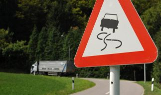 Untersteuern oder Übersteuern - Was ist in Kurven gefährlicher? (Foto)