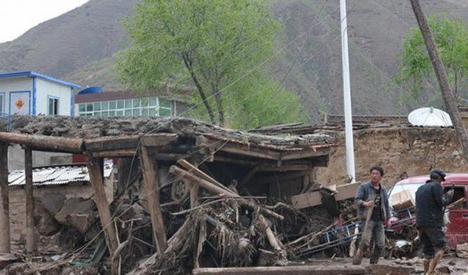 Unwetter im Nordwesten Chinas fordert 37 Tote (Foto)