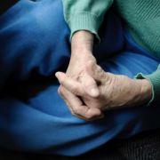 Ursula von der Leyen will die drohende Altersarmut durch eine Zuschussrente auffangen. Viele halten das für falsch.
