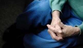Ursula von der Leyen will die drohende Altersarmut durch eine Zuschussrente auffangen. Viele halten das für falsch. (Foto)