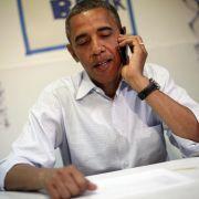 US-Präsident Barack Obama und sein Smartphone.