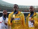 Usain Bolt präsentiert seine Goldmedaille länger als er dafür laufen musste. (Foto)