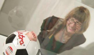 Vagina-Ball: Museum zeigt Fußball und Sexualität (Foto)