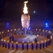 Die Flamme brennt wieder: Zach Beaumont entzündet den Kessel bei der Eröffnungsfeier der Paralympics.
