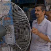 Ventilatoren auf der Straße sollen Kühlung bringen.