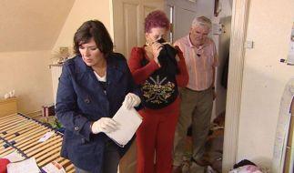 Vera Int-Veen ist schockiert, als sie gemeinsam mit den Wohnungsbesitzern Elke und Wolfgang die stinkenden Hinterlassenschaften der Messie-Mieter sieht. (Foto)