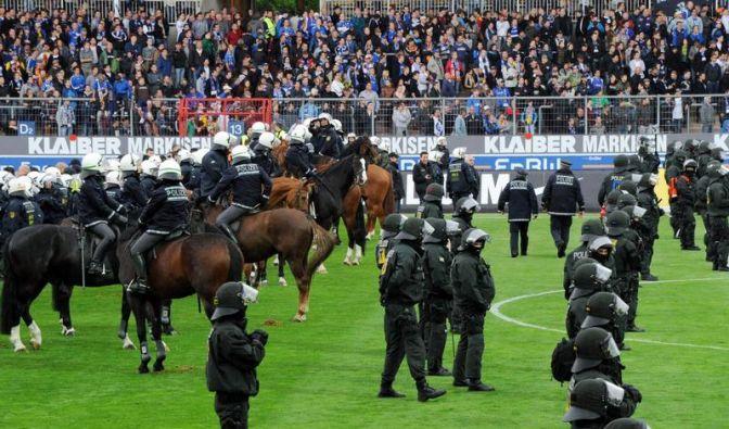 Verbände sollen Stadionverbote verhängen (Foto)