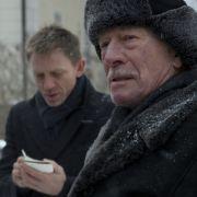 Mikael Blomkvist (Daniel Craig, links) soll den Mörder von Henrik Vangers (Christopher Plummer) Nichte finden.