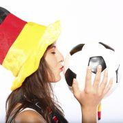Verliebt in Fußball: Die heißesten Fans der EM 2012.