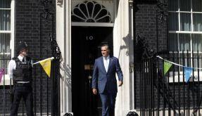 Verpatzter Auftakt im Ausland: Mitt Romney verlässt die Downing Street 10. (Foto)