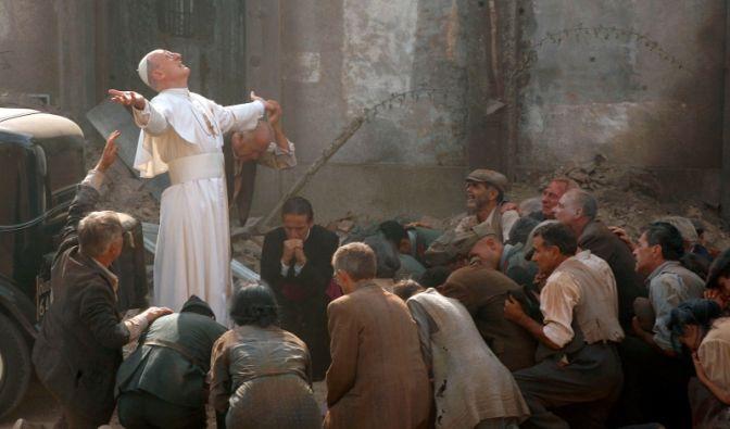 Versager oder Heilsbringer? Pius XII. im jüdischen Ghetto von Rom. (Foto)
