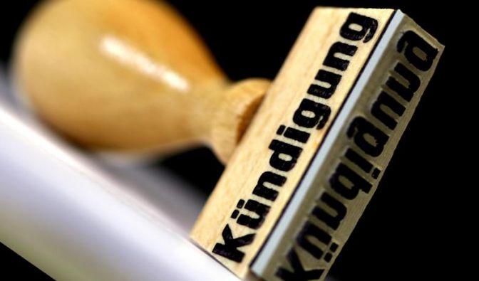 Verschlechtert sich die Auftragslage, sprechen Firmen oft betriebsbedingte Kündigungen aus. Diese müssen jedoch ausreichend begründet sein. (Foto)