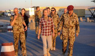 Verteidigungsminister zu Guttenberg und Frau besuchen Soldaten in Afghanistan (Foto)