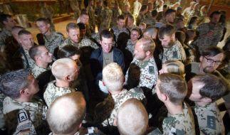Verteidigungsminister zu Guttenberg besucht Afghanistan  (Foto)
