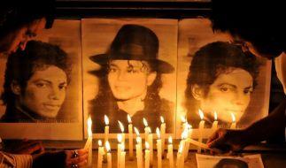 Verzweifelte Fans betrauern Jacksons Tod (Foto)
