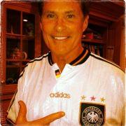 Via Twitter zeigte David Hasselhoff ein Foto von sich im Deutschland-Trikot.