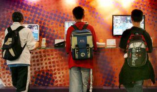 Videospiel-Wunschzettel von Kindern überprüfen (Foto)
