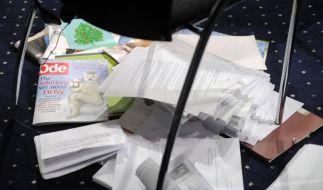Viel Papier, wenig Ergebnis (Foto)