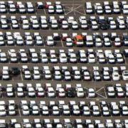 Viele neue VW warten in Wolfsburg auf den Verkauf.
