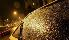 Viele Unfälle durch Blitzeis und Schnee (Foto)