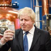 Vielleicht wäre Londons Bürgermeister, Boris Johnson, ja auch lieber professioneller Gin-Trinker geworden? (Foto)