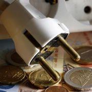 Vier Milliarden Euro bezahlen die Deutschen pro Jahr zuviel - Schuld sind heimliche Stromfresser im Haushalt.