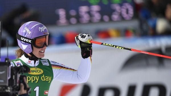 Viktoria Rebensburg ist mit einem Sieg im Riesenslalom in den Olympia-Winter gestartet.