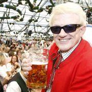 Volksmusiksänger Heino muss sein Rathaus-Café in Bad Münstereifel dichtmachen: Der Mietvertrag mit der Stadt ist ausgelaufen.