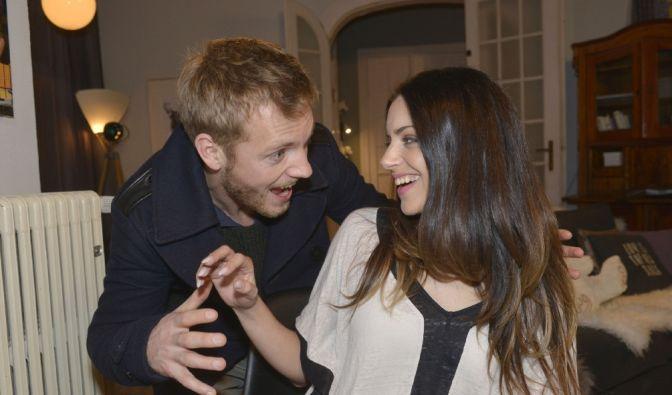 Voll verknallt! Zwischen Emily (Anne Menden) und Paul (Niklas Osterloh) fliegen die Funken. (Foto)