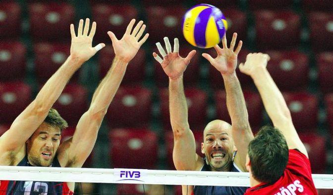 Volleyballer ringen Olympiasieger USA nieder (Foto)