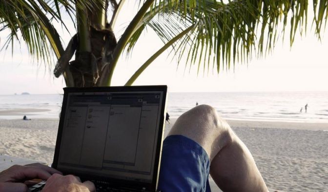 Vom Strand ins Netz - Der Urlaub mit Smartphone und Internet (Foto)
