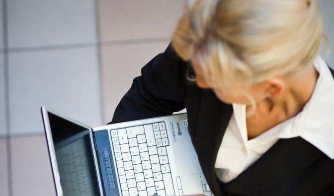 Von der Leyen will Frauenquote rasch durchsetzen (Foto)