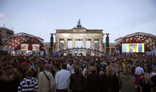 Vor allem rund um das Brandenburger Tor standen die Menschen dichtgedrängt. (Foto)