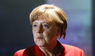 Vor dem Wahlkreisbüro von Angela Merkel ist ein Schweinskopf abgelegt worden. (Foto)