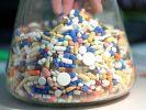 Vorsicht! Wer aus gesundheitlichen Gründen zu Medikamenten greifen muss, sollte sie genau so nehmen, wie der Arzt es empfiehlt. (Foto)