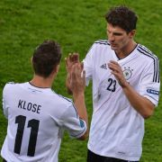 Wachablösung: Angeblich soll Miroslav Klose für Mario Gomez gegen Griechenland in der Startelf stehen.