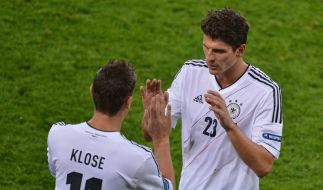 Wachablösung: Angeblich soll Miroslav Klose für Mario Gomez gegen Griechenland in der Startelf stehen. (Foto)
