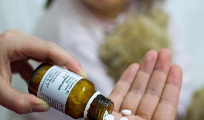Während der Medikamenteneinnahme Ablenkung vermeiden (Foto)