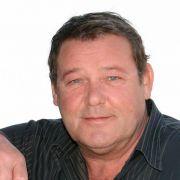 Beerbte als Landarzt 1992 Christian Quadflieg und wurde 2008 von Wayne Carpendale abgelöst: Walter Plathe