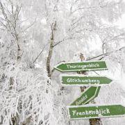 Wanderwege bekommen im Winter einen ganz neuen Reiz - und liegen bei Urlaubern absolut im Trend.