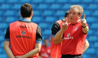 Warmlaufen der EM-Teilnehmer - Hodgson feiert Debüt (Foto)